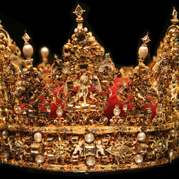 Source: http://en.wikipedia.org/wiki/Crown_(headgear)