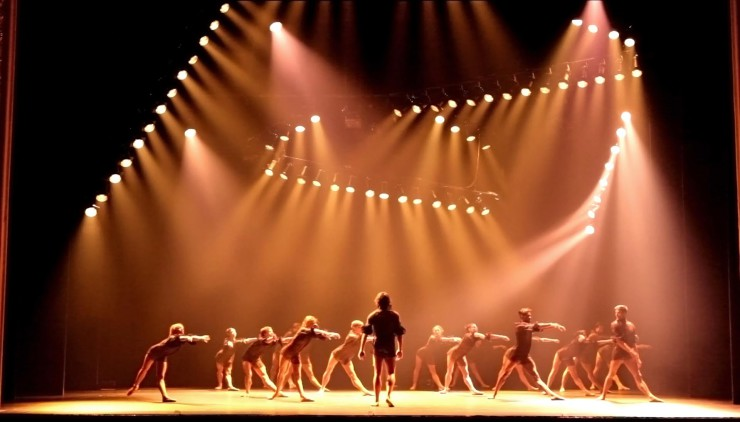 The Art of Light on Stage is the first history of theatre lighting design to bring the story right up to date. In this extraordinary volume award-winning ... & The art of light on stage | ELS - European Lighting School azcodes.com